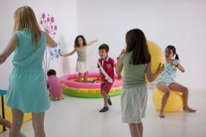Los juegos ayudan al desarrollo infantil. Con un diseño de clases con juegos, los niños aprenden inglés en Great for Kids.